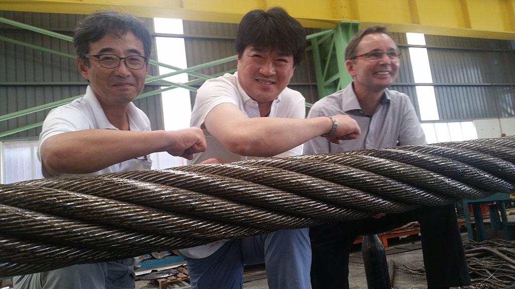 С менеджером фирмы «KISWIRE» Джеком Кимом, с менеджером фирмы «Handok» Янгом М. Кимом и с руководителем отделом сбыта фирмы «SKET» Михаелом Мескеном