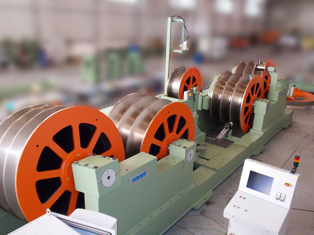 Заводская фотография: растяжное устройство во время окончательной сборки на фирме «SKET»